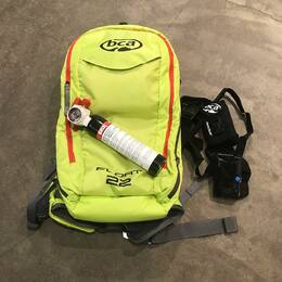 ⚠️🏔La montagne est belle mais dangereuse 🏔⚠️   👉Sortez équipé et accompagné pour votre sécurité ⛷🏂   Le sac airbag est un équipement de sécurité permettant de rester à la surface d'une avalanche et qui doit toujours être combiné au port d'un DVA, pelle et sonde.  #sacairbag #bca #dva #securite #avalanche #montagne #les2alpes3600